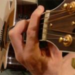 Débutant à la guitare : mon premier accord barré