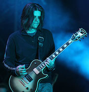 Adam Jones, guitariste du groupe Tool