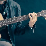 5 applications mobiles pour progresser à la guitare